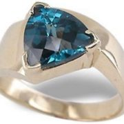 Majestic ring with alexandrite