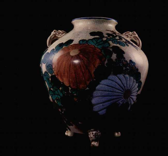 Vase. Satsuma kilns. 18th century. Faience